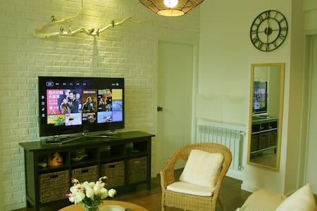 法租界*市中心江汉路步行街*地铁站3室带暖气温馨公寓 - Wuhan