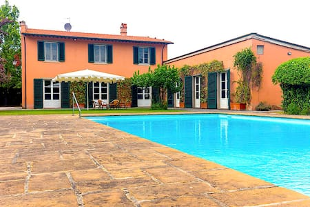 Charming Villa with pool in the heart of Tuscany - Bientina