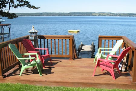 Gorgeous Seneca Lakefront Cottage - Rumah