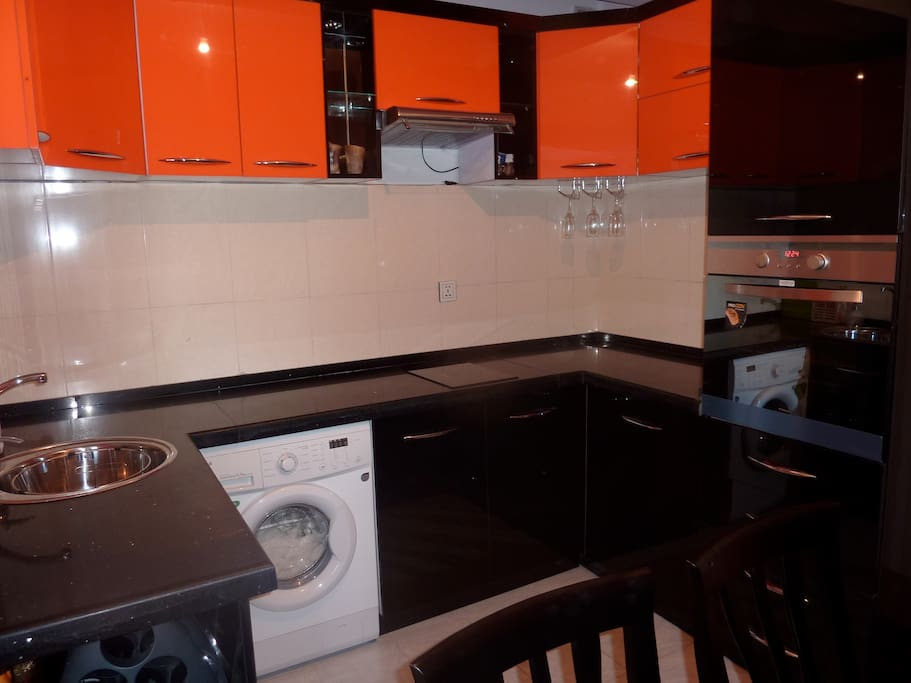 Fully furnished kitchen+washmachine+oven
