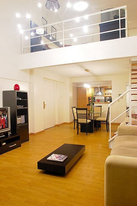 Luxury 1 Bed Loft with Balcony -A28