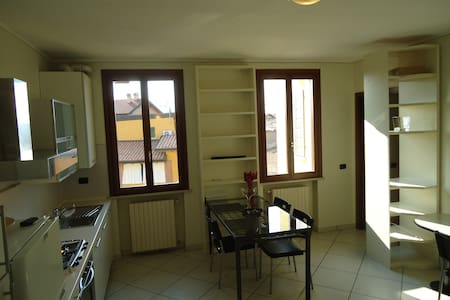 Apartment close to Lake Garda - Montichiari