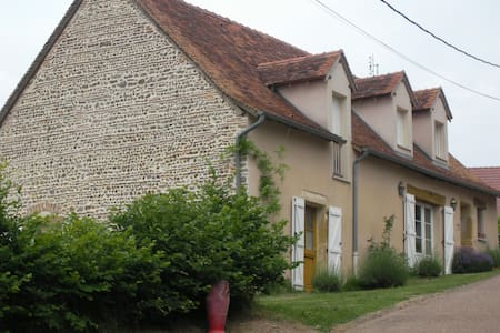 Maison sud Bourgogne vue imprenable - Varenne-Saint-Germain - Hus
