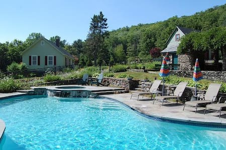 Heated Pool/spa on secluded 300 ac estate, 2 homes - Spring Glen - Huis