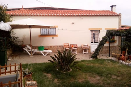 House w/ Excellent Garden and Close to the Beach - Haus