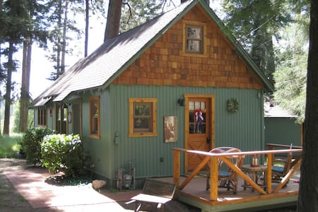 "The Wildflower Cabin ""Just for Two"" - Stuga"
