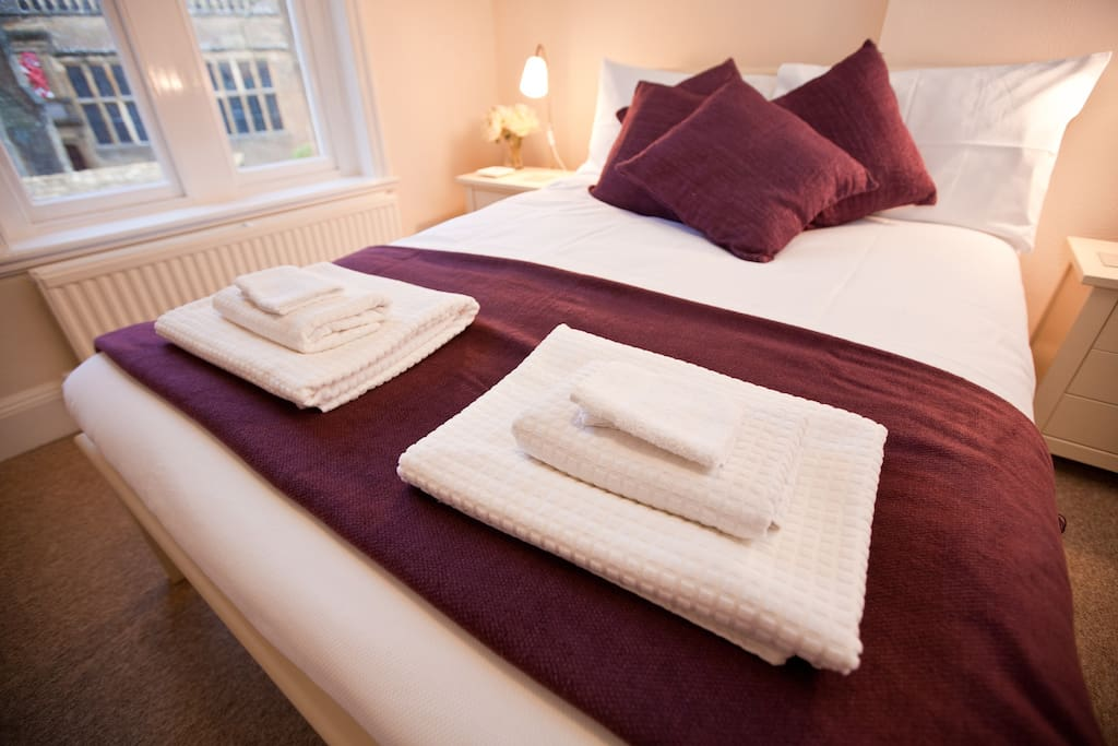 Master Bedroom - all linen (high quality 100% cotton) and towels are provided free of charge
