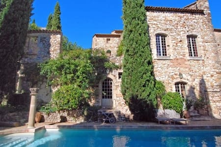 1 bed stone cottage in the grounds of 16thC Castle - Jiné