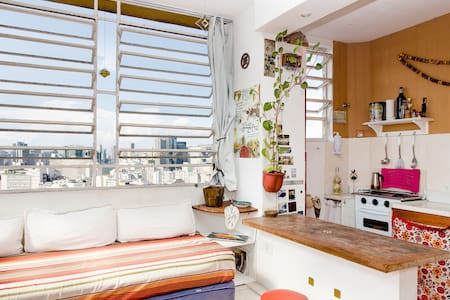 Wonderful complete and independent apartment in Largo das Neve, Santa Teresa with excellent view. Air conditioning, kitchen, bath, TV, wi-fi, area noblest Rio de Janeiro, historic and quiet place, 10 min. by foot from Lapa. PERFECT FOR A COUPLE!