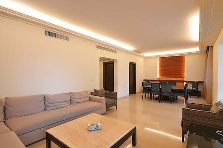 3 bedroom apartment in Beirut - Lakás