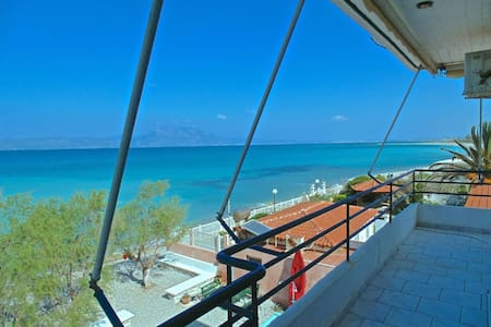 VRACHATI BEACH SUITE for 4 people - Apartment
