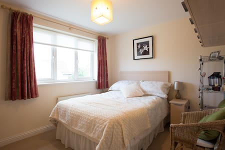 Cosy Room with Double Bed *(FEMALES ONLY) - Casa