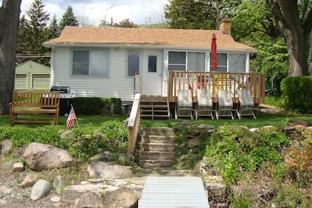 2017 Open for Cozy Lakeside Cottage,  Honeoye Lake - Dům