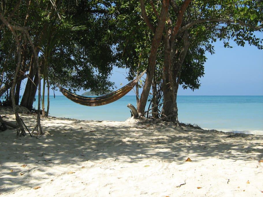 Playa Bonita is 3 minutes away.