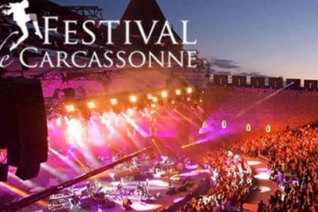 à 5 mn en voiture de la Fabuleuse Cité de Carcassonne, réputée pour son feu d'artifice et de son Festival 2015 avec JULIO IGLESIAS,PATRICK BRUEL,JOHNNY HALLIDAY, FLORENCE FORESTI, SHYM , JULIEN CLERC....ETC