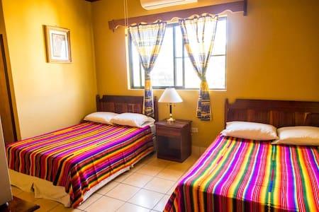 Tia Maria Guesthouse - Room 4 - Lakás