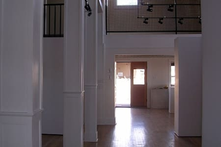 Loft in shared house/gallery - Bed & Breakfast