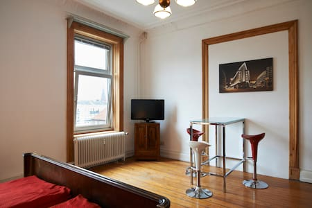 Zimmer hoch über St. Georg (hansa4) - Huoneisto