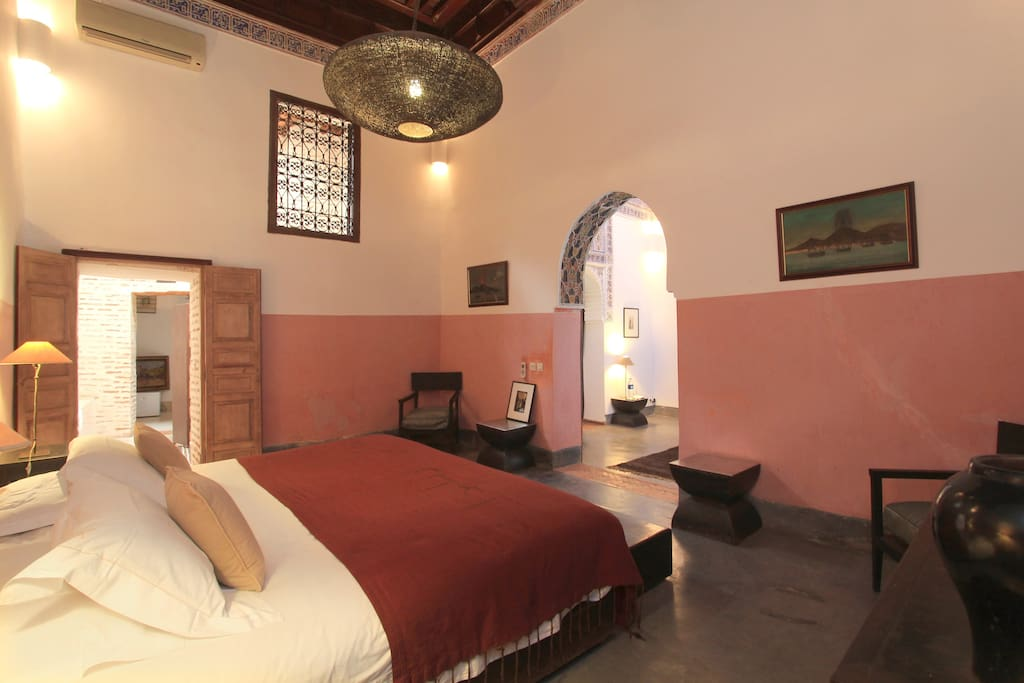 Grand historical suite king-size bed + 2nd bedroom with queen-size, fireplace, 18th-century splendor...magnificent!!