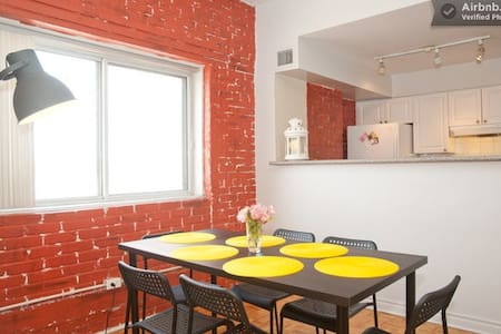 Your private room in a beautiful exposed brick loft. Included: laundry, gym, bike, towels & toiletries. Walking distance from Subway (metro), buses; grocery, liquor, post-office 5 minutes away. Amazing views (CN Tower & Trains!)