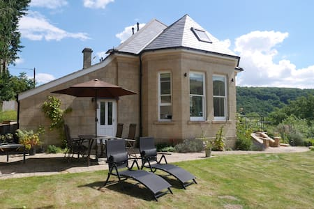 Self contained en-suite. Special garden and views. - Maison