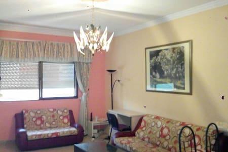 Habitacion en piso en Vecindario - House