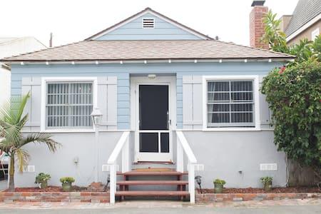 BEACH HOUSE! STEPS TO BEACH! - Ház