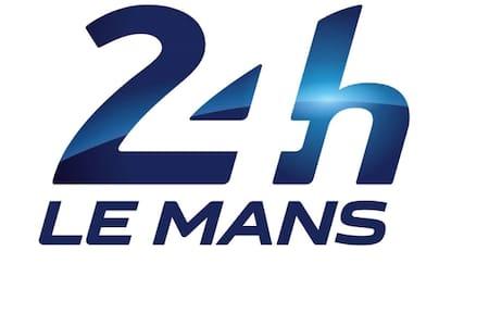 chambre 24h du Mans - Penzion (B&B)