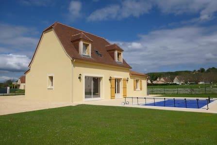 Une grande chambre avec piscine- idéale couple - Apartment