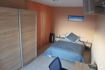 Belle chambre dans appartement en résidence - Kondominium