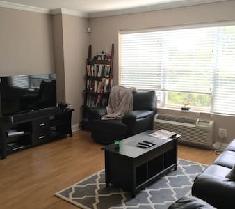 Luxury Modern Apt! 20 min away from NYC! - Bergenfield