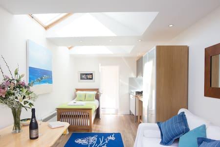Sunny Studio with Parking in Oxford - Apartamento