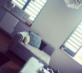 Chambre dans charmant appartement - Wohnung