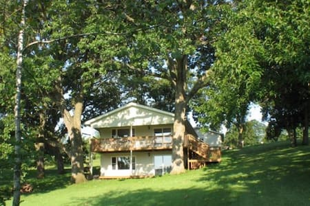 Seventh Heaven, lake/hunting cabin - Ellston - Casa