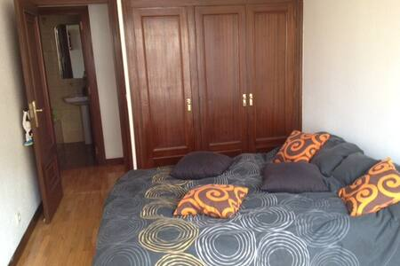 Habitación grande en Pamplona - Pamplona - Apartment