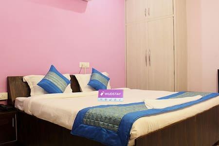 Night Life of Medanta Medicity - Bed & Breakfast