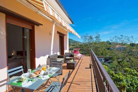 Appartamento con terrazzo solarium - Lägenhet