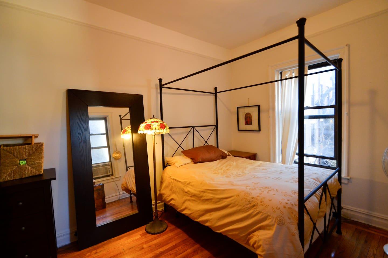 Bedroom, fullsized four poster bed.