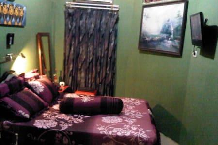 best room for the best traveler !!! - Makassar - Bed & Breakfast
