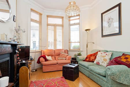 Bright double room in period house. - Dublin
