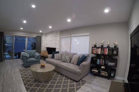 Master Bedroom Centrally Located in Brentwood! - Los Angeles - Condominium