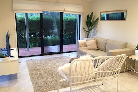 Cosy Fully Equipped Unit -FREE Wifi - Tallai - Apartment