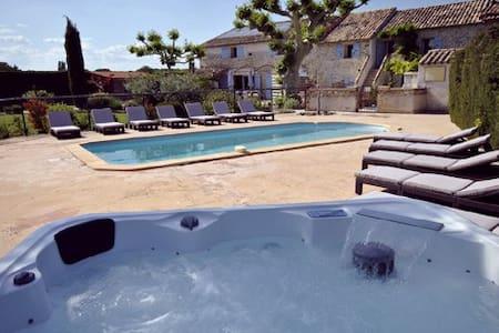 Gite 5 personne avec piscine et jacuzzi - Richerenches