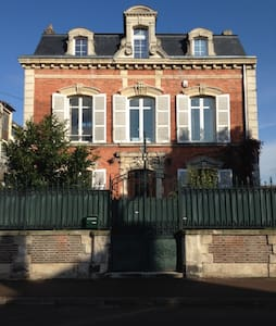 Spacious & lovely house - Romilly-sur-Seine - Huis