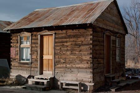 Pioneer Cabin w/Loft n' Hot Springs - Monroe - Cabane