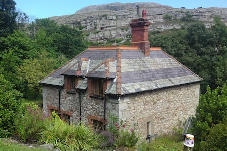 Lovely Stone Cottage in Llandudno - Huis