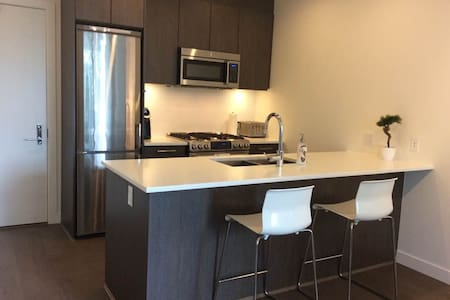New Condo High on Burnaby Mountain - Appartement