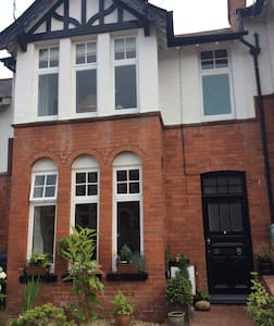 Elegant Edwardian terrace house in Sidmouth. - Hus