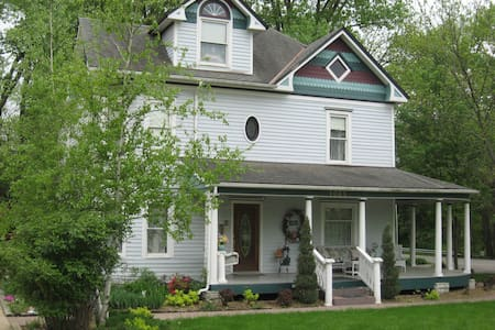 Three Sisters Inn Bed & Breakfast - Bed & Breakfast