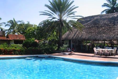 Beachfront, private pool, big group - Zihuatanejo - Villa